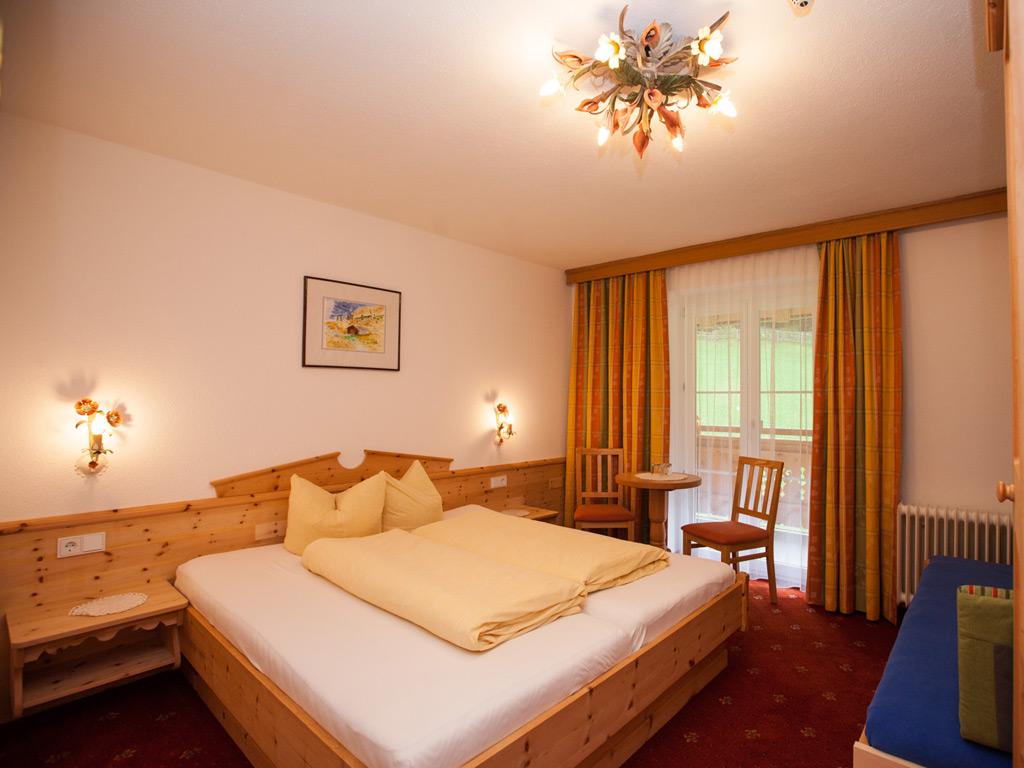 """Doppelzimmer """"Madlein fort"""" Hotel Garni Erika"""